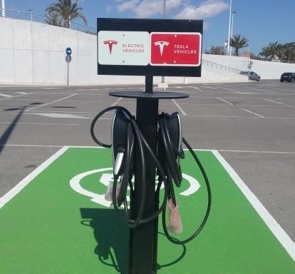 Punto de Carga Tesla en Elche